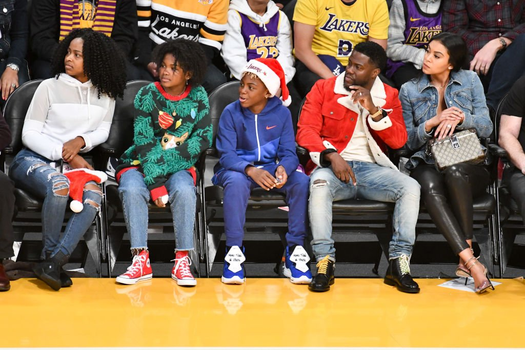 Heaven Hart, Hendrix Hart, Kevin Hart and Eniko Parrish attend a basketball game between the Los Angeles Lakers and the Los Angeles Clippers| Photo: Getty Images
