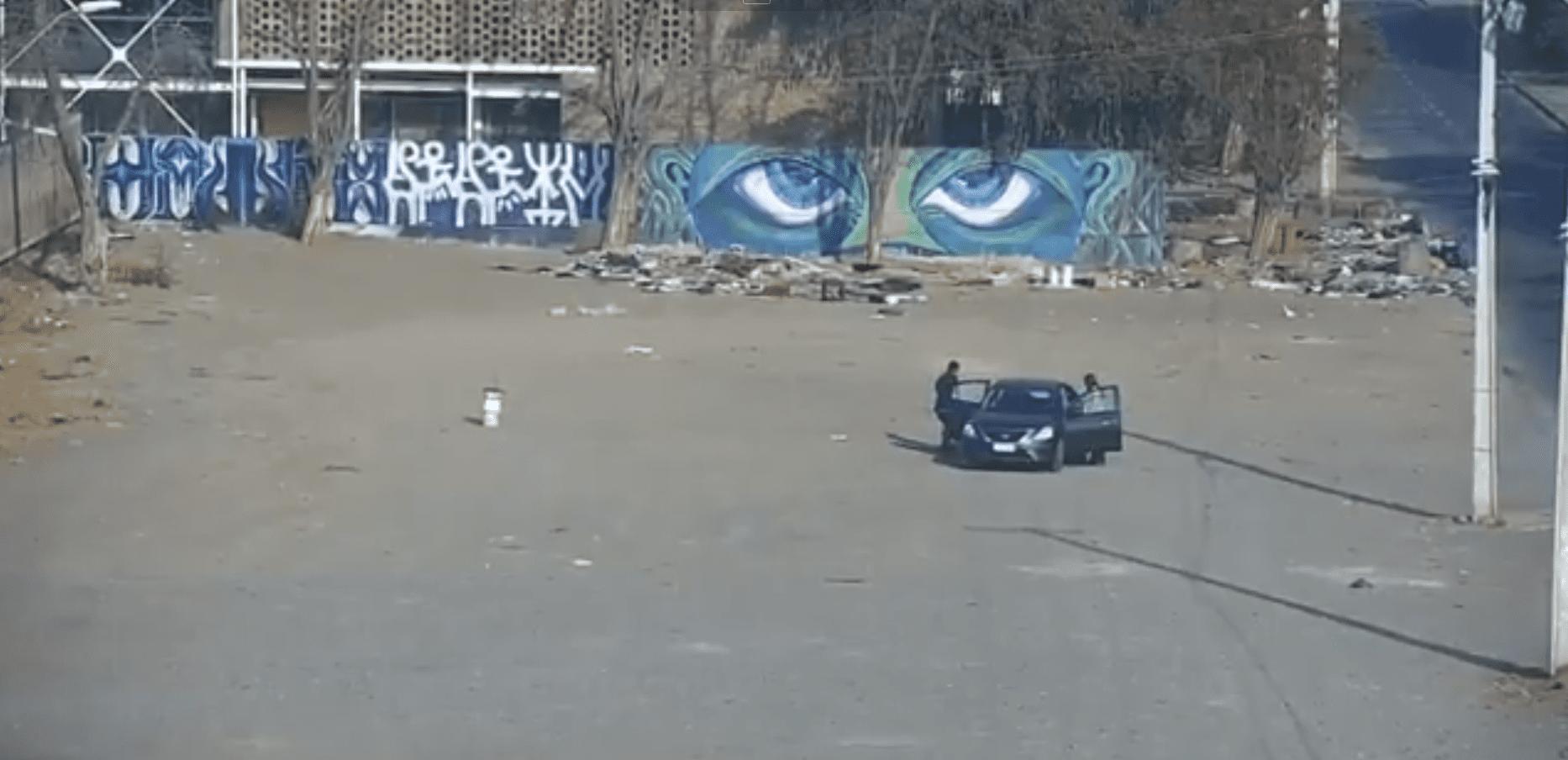 El auto se detuvo en plena calle. Fuente: Twitter/MuniLaPintana