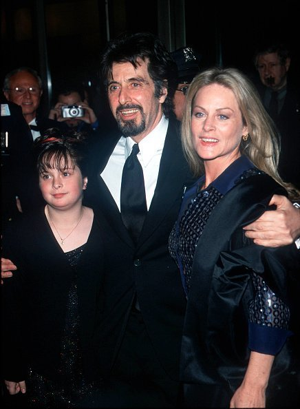 Al Pacino, Beverly D'Angelo and Julie Pacino at Avery Fisher Hall in 2000. | Photo: Getty Images