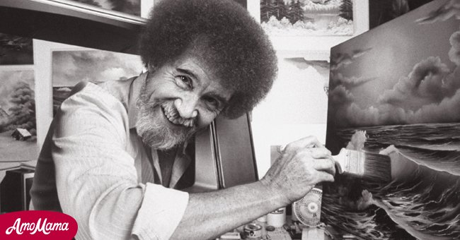 Bob Ross smiling while making an artwork   Photo: Getty Images