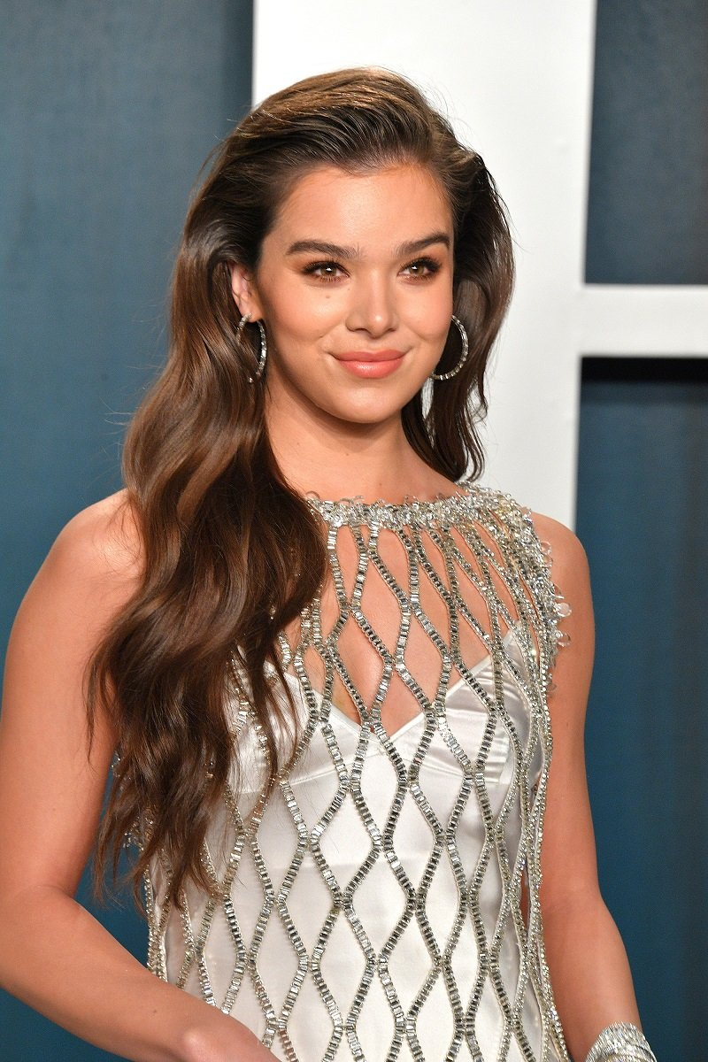 Hailee Steinfeld on February 09, 2020 in Beverly Hills, California   Photo: Getty Images