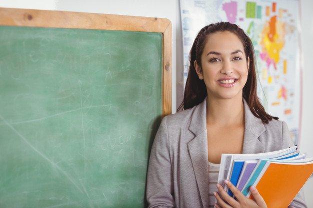 Teacher in a classroom | Source: Freepik
