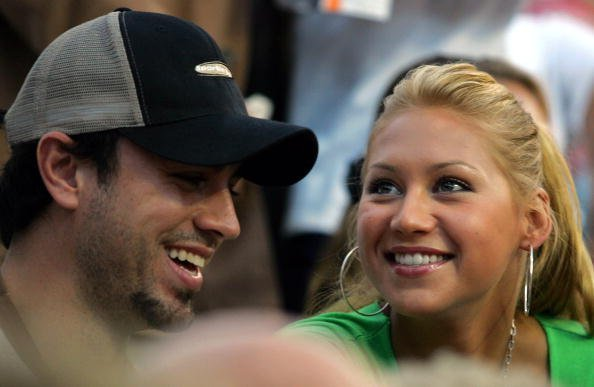 Enrique Iglesias und Anna Kournikova, Mercedes-Benz Cup, 2004 | Quelle: Getty Images