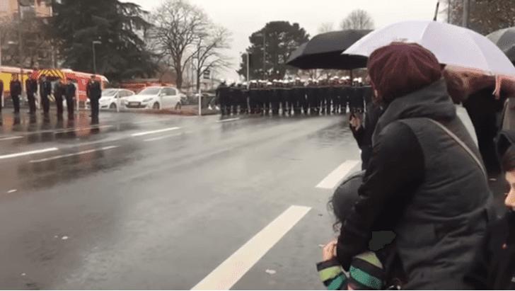 Manifestation des sapeurs pompiers de Cholet    Youtube / Manu M