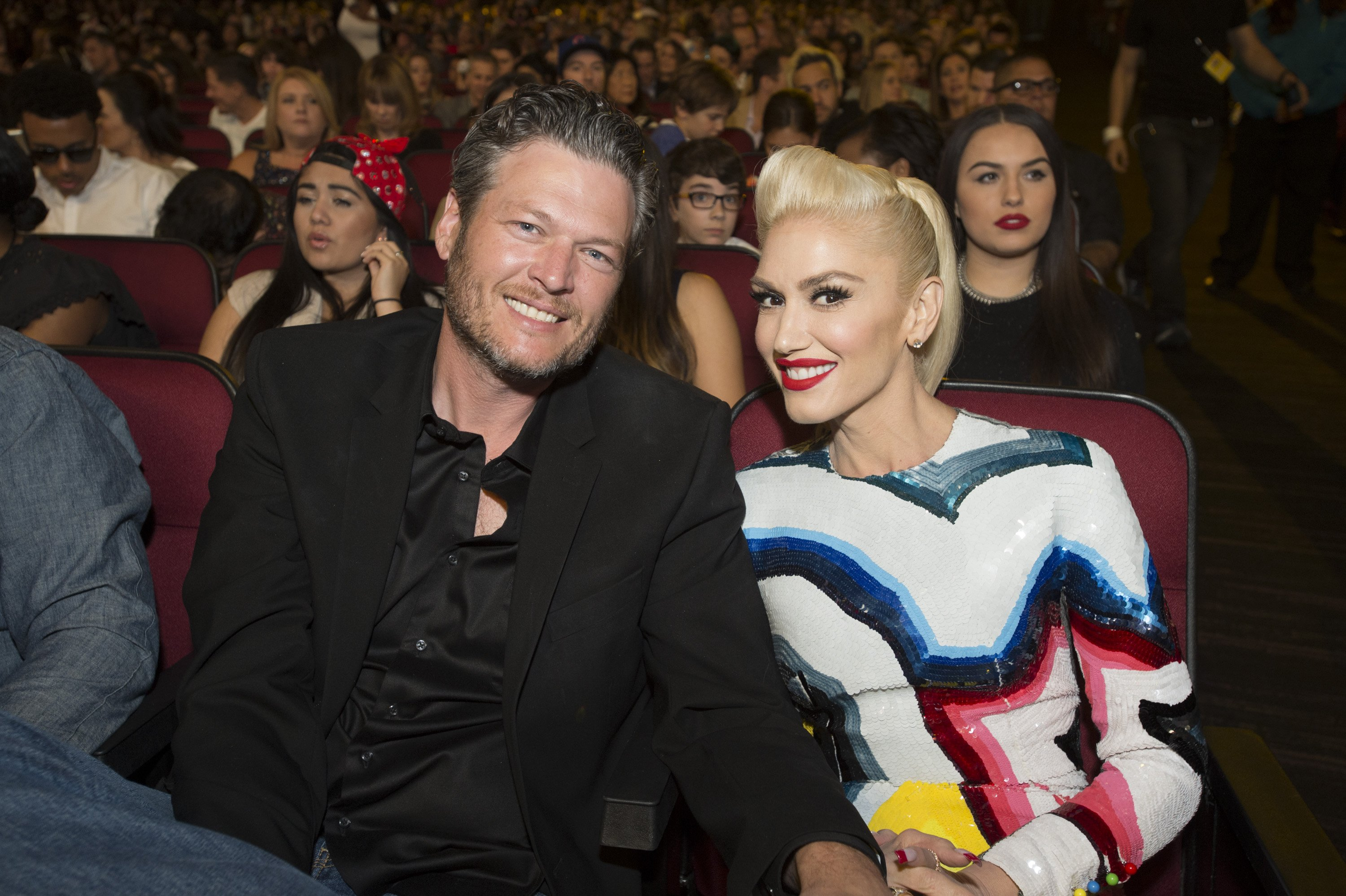Blake Shelton and Gwen Stefani looking cosy at The Disney Music Radio Awards held on 30 April, 2016. | Photo: Getty Images.