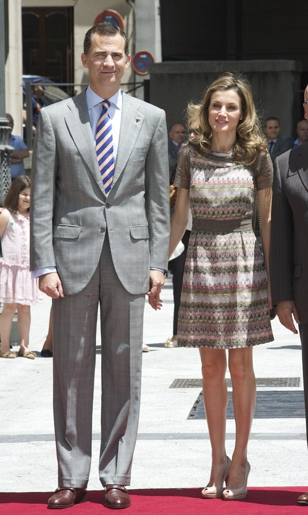 El Príncipe Felipe y la Princesa Letizia de España visitan el Senado en Madrid, España. | Foto: Getty Images