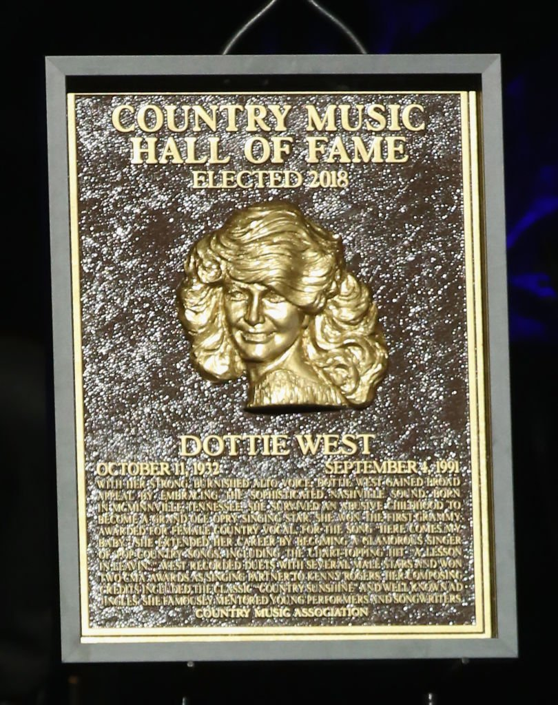 Dottie West' commemorative plaque at the Country Music Hall of Fame. I Image: Getty Images.