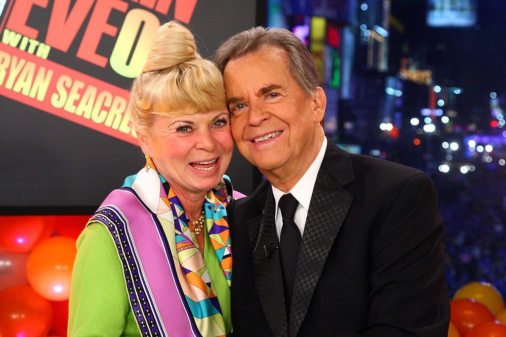 Dick Clark and wife Kari at Dick Clark's New Year's Rockin' Eve on December 31, 2008 | Photo: GettyImages