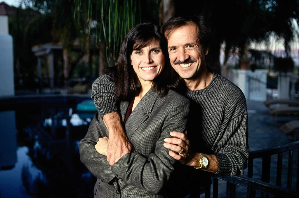 Sonny Bono and his 4th wife Mary Whitaker on January 1, 1991 in the kitchen of their Palm Springs home | Photo: Getty Images