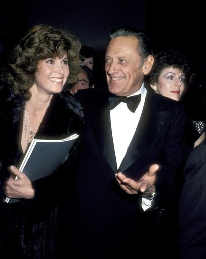 A photo of Stefanie Powers and William Holden in the 70s. | Photo: Getty Images