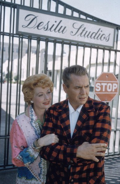 Lucille Ball and musician Desi Arnaz at Desilu Studios. California.| Photo: Getty Images.