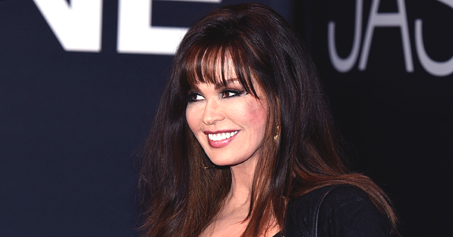 Marie Osmond Has a Great Time with Friends All Born in 1959 Posing near Mount Rushmore