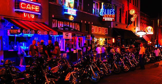 The entrance of a biker bar | Photo: Shutterstock.com
