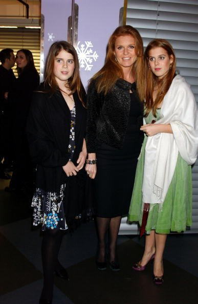 Princess Eugenie, Sarah Ferguson and Princess Beatrice at Harvey Nichols on December 19, 2004 in London | Photo: Getty Images