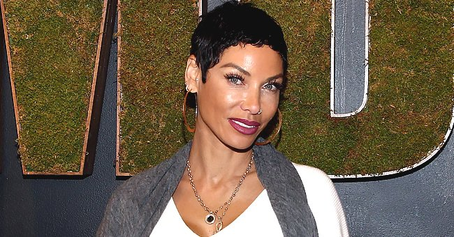 Nicole Murphy Flaunts Impeccable Body in Pink Dress Showing off Her Toned Legs in a Photo