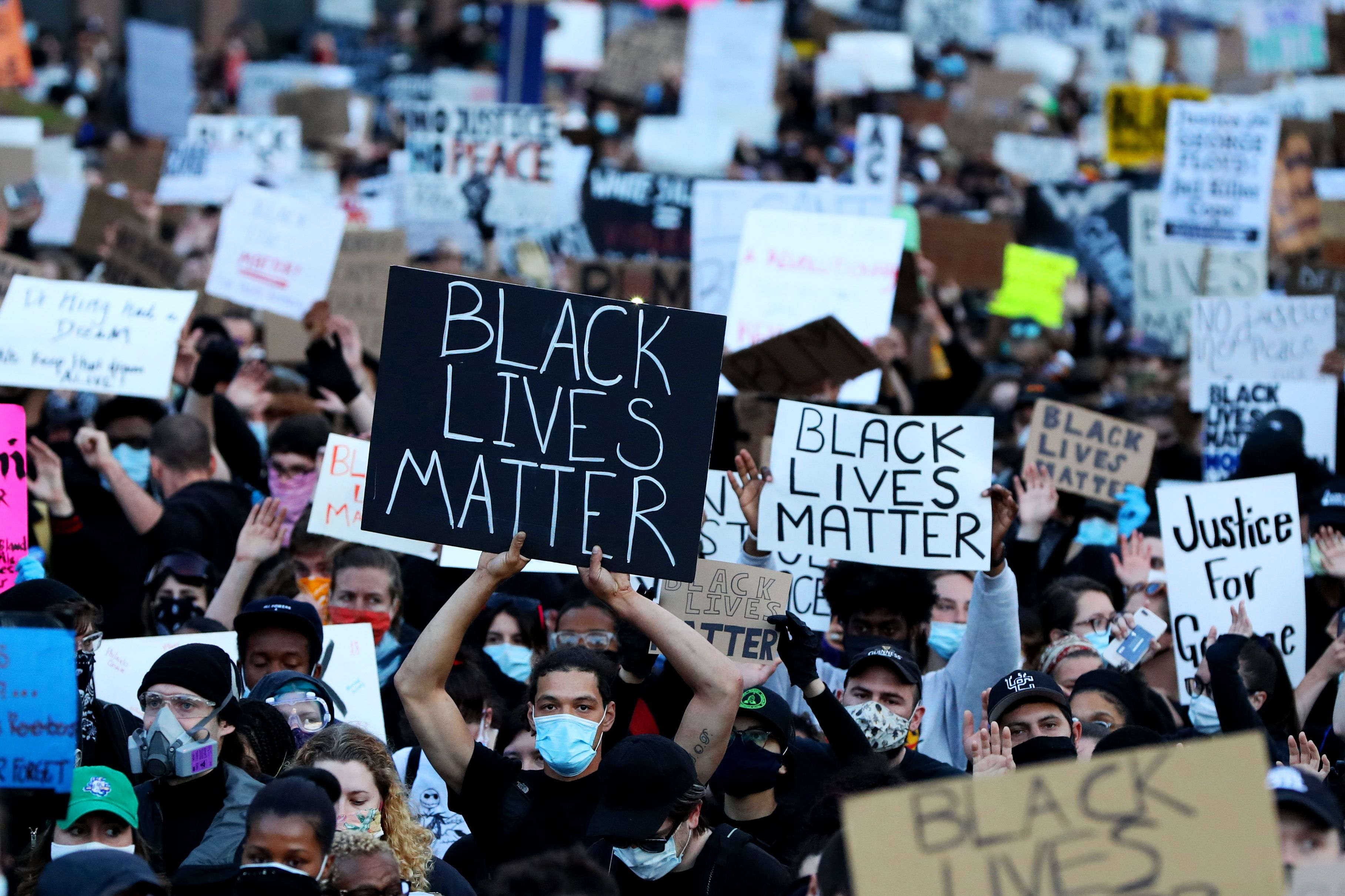 Demonstrators protest in response to thedeath of George Floyd on May 31, 2020 in Boston, Massachusetts | Photo:Maddie Meyer/Getty Images