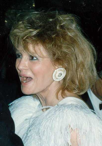 Angie Dickinson at the Governor's Ball party after the 1989 Academy Awards, March 29, 1989. | Source: Wikimedia Commons.