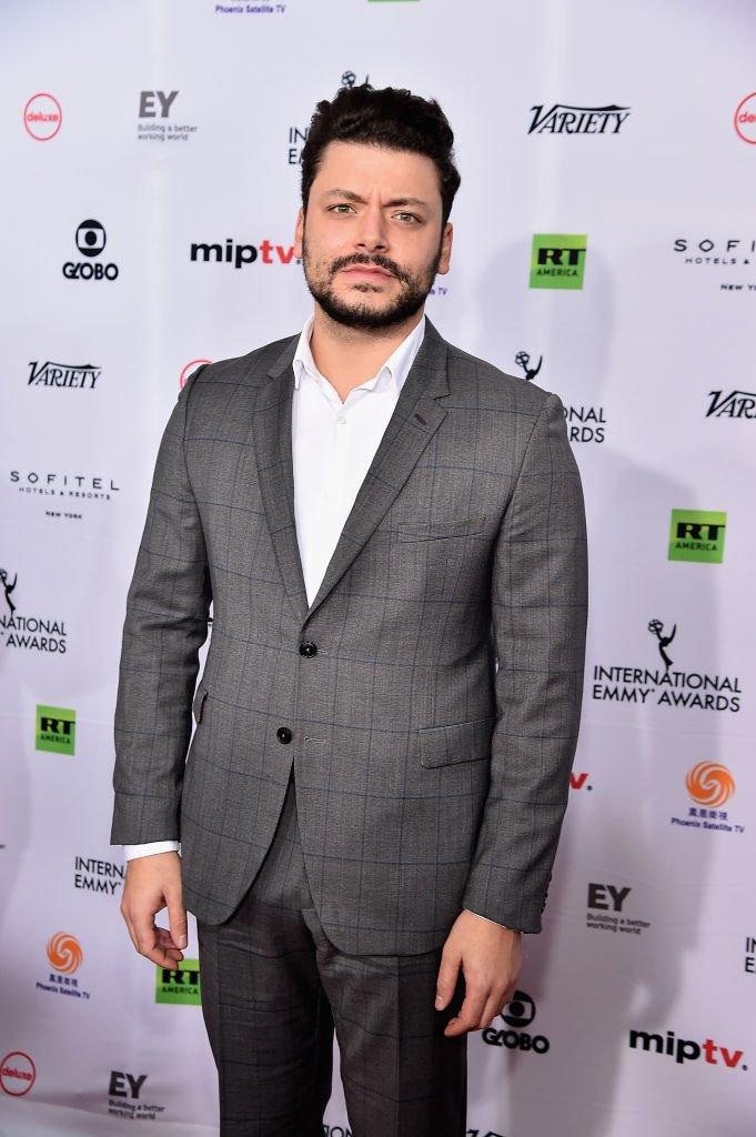 Kev Adams aux Emmy Awards en 2018. l Source : Getty Images