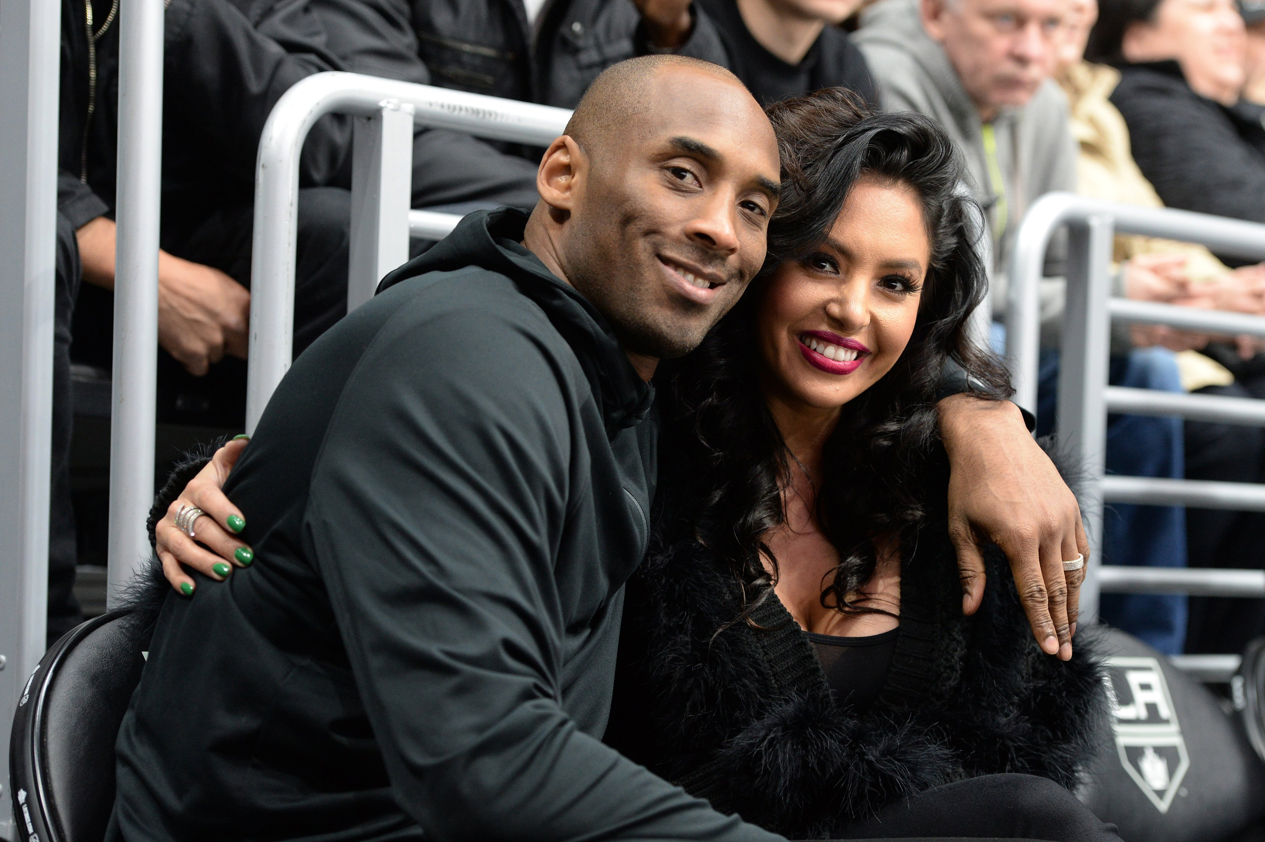 Guard Kobe Bryant and his wife Vanessa Bryant pose for a photo during a game between the Los Angeles Kings and the Washington Capitals at STAPLES Center on March 09, 2016  | Photo: GettyImages