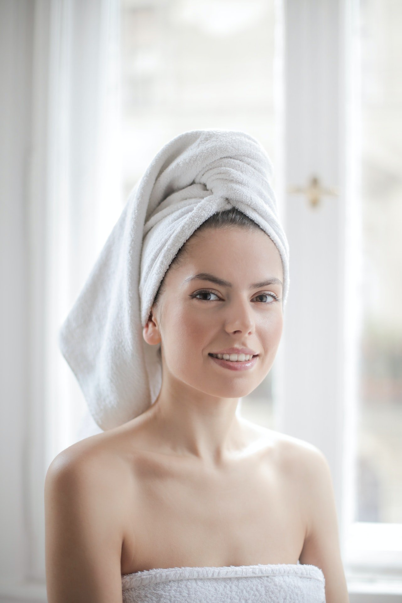 Photo of a woman with white towel on her head | Photo: Pexels