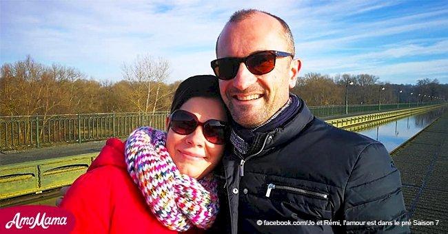 L'amour est dans le pré: Jo montre une photo de famille commune avec son beau-fils