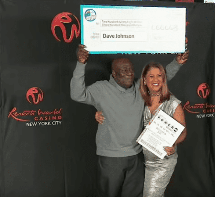 Screenshot of David Johnson at the Resorts World Casino in Queens where he received his winnings. | Photo: YouTube/Eyewitness News ABC7NY