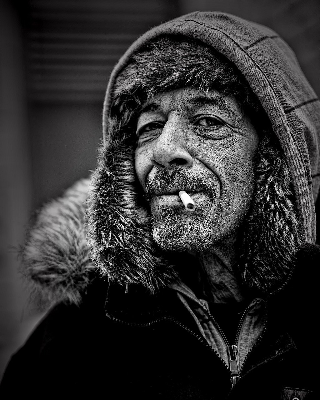 A black-and-white image of a man with a cigarette in his mouth | Photo: Pixabay/Leroy Skalstad