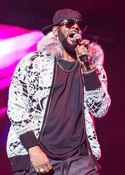 R. Kelly performs at Little Caesars Arena on February 21, 2018 in Detroit, Michigan | Photo: Getty Images