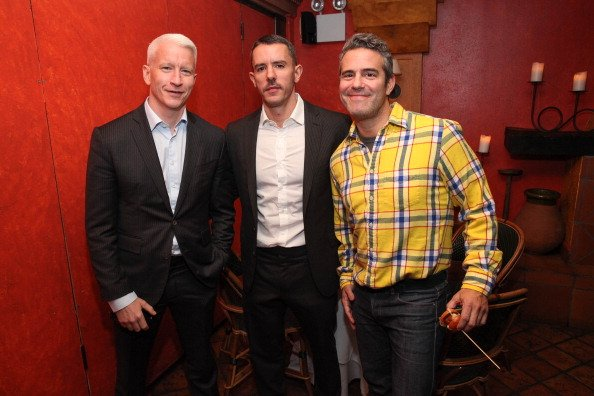 Anderson Cooper, Benjamin Maisani and Andy Cohen at Trattoria Dell Arte Restaurant on November 8, 2013 in New York City. | Photo: Getty Images