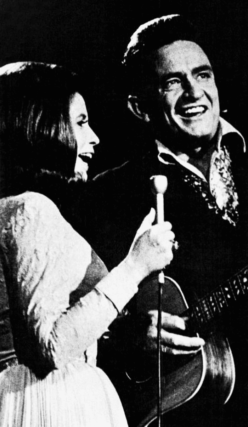 Johnny Cash & June Carter circa 1971. | Photo: Wikimedia Commons