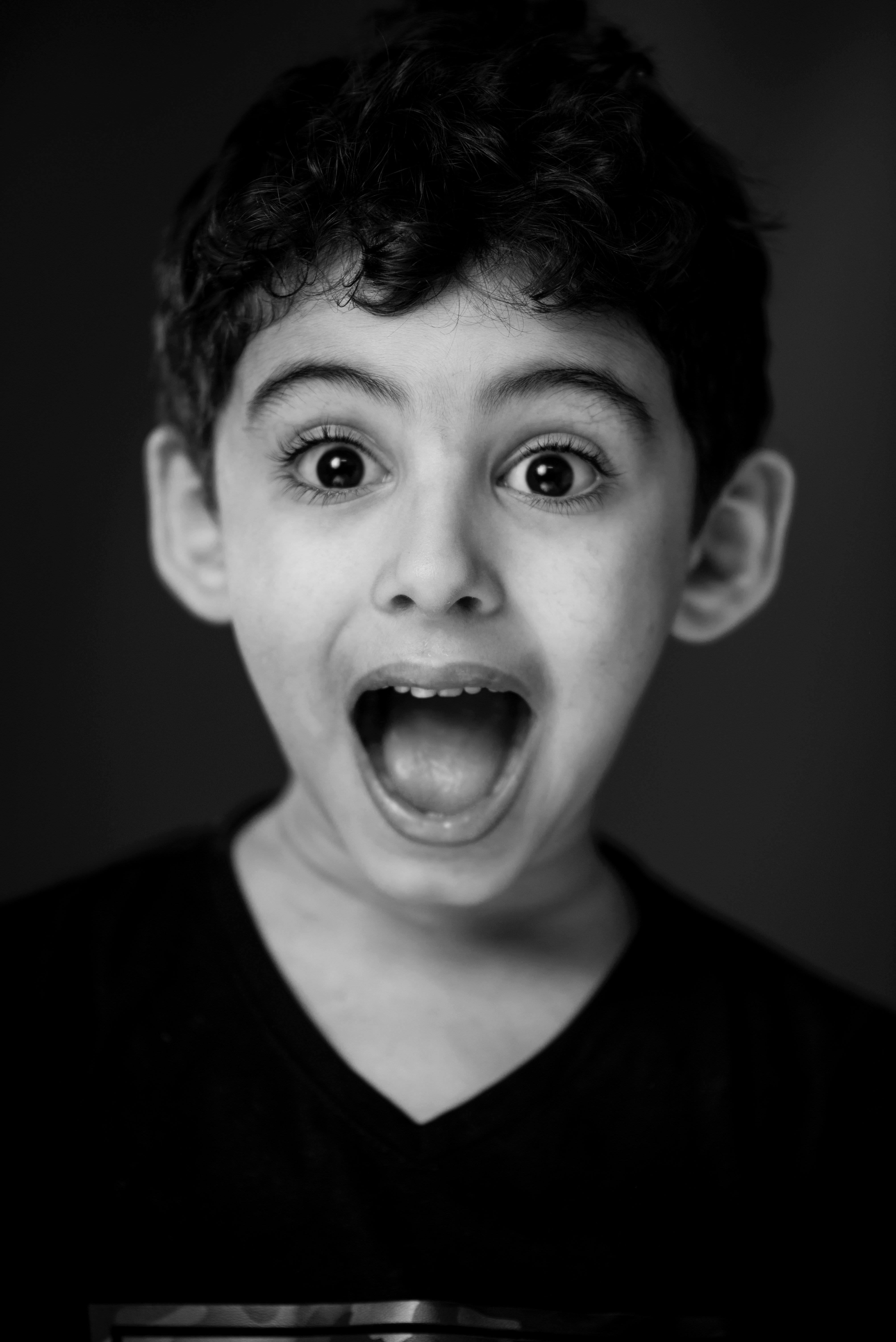A boy with a shocked look. | Source: Pexels