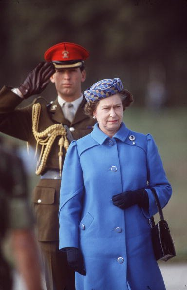 Major Hugh Lindsay and Queen Elizabeth during an official tour of Portugal, circa 1980s. | Photo: Getty Images