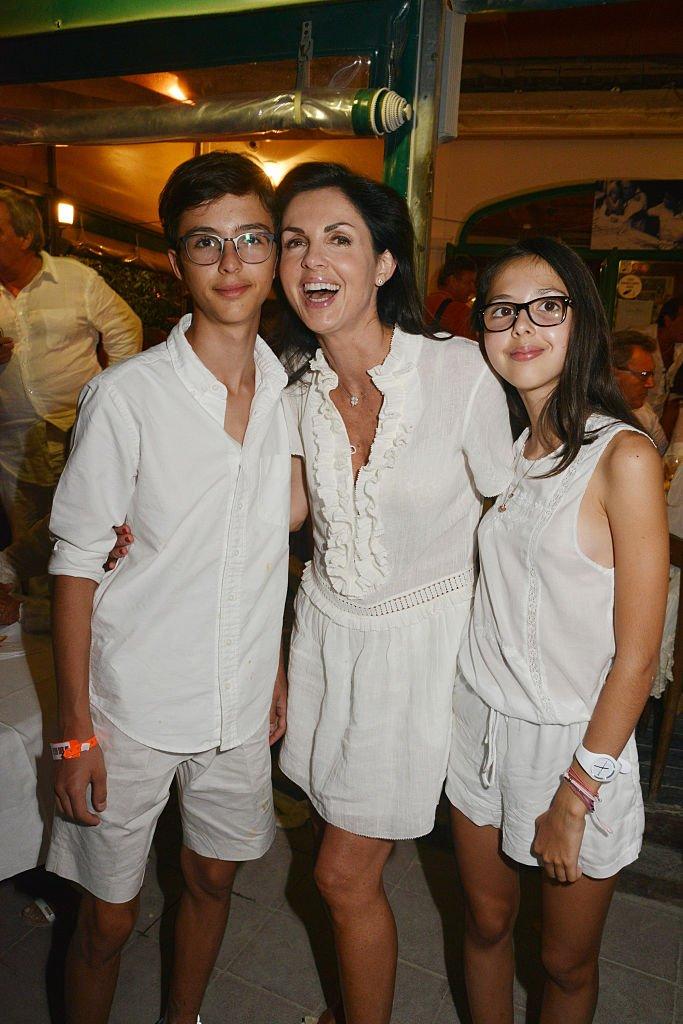Caroline Barclay et ses deux enfants. l Source : Getty Images