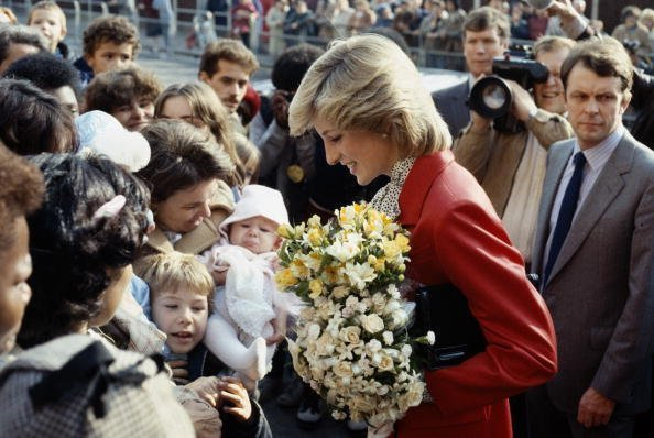Princess Diana wearing a Jasper Conran suit during a visit to a community centre in Brixton | Photo: Getty Images