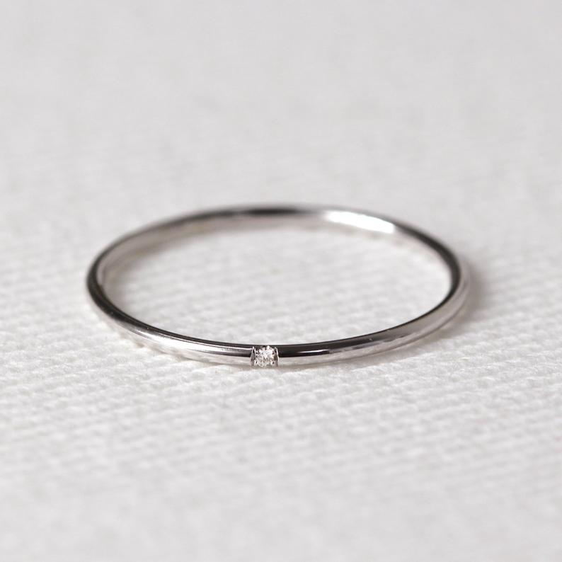 Minimalist Wedding Band from JSVConcepts Fine Jewelry in White Gold featuring one diamond. | Source: Etsy.com