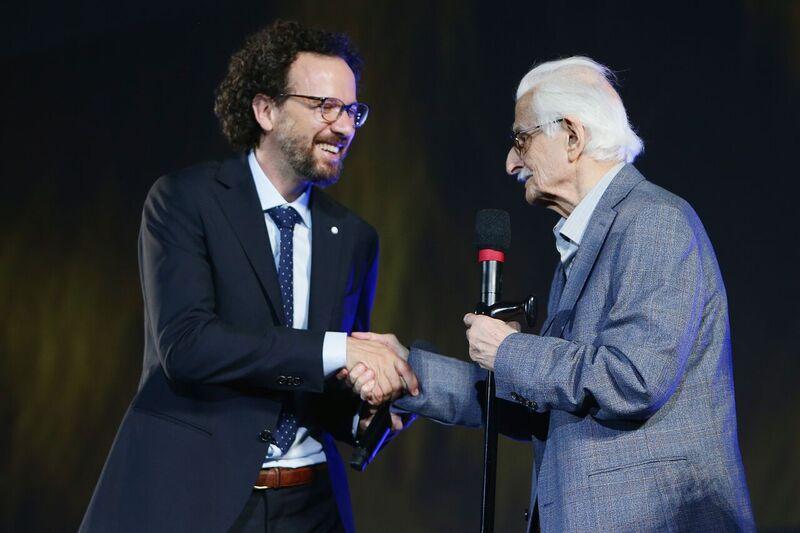 Director Marlen Khutsiev receives the Pardo alla carriera award on August 6, 2015 in Locarno, Switzerland. Photo: Getty Images/Getty Images Ukraine