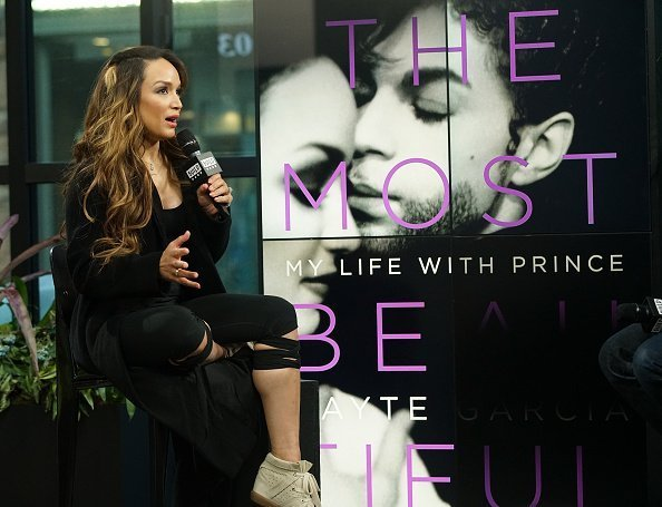 "Mayte Garcia assiste à la série de conférences ""Build"" pour discuter de ""La plus belle"" : Ma vie avec Prince"" au Build Studio le 6 avril 2017 à New York. 