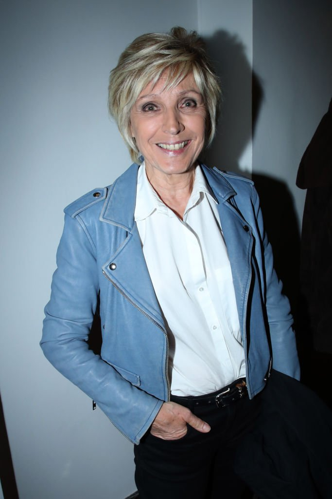 Evelyne Dheliat assiste à Hugues Aufray se produit à la Salle Pleyel le 18 octobre 2019 à Paris, France. | Photo : Getty Images