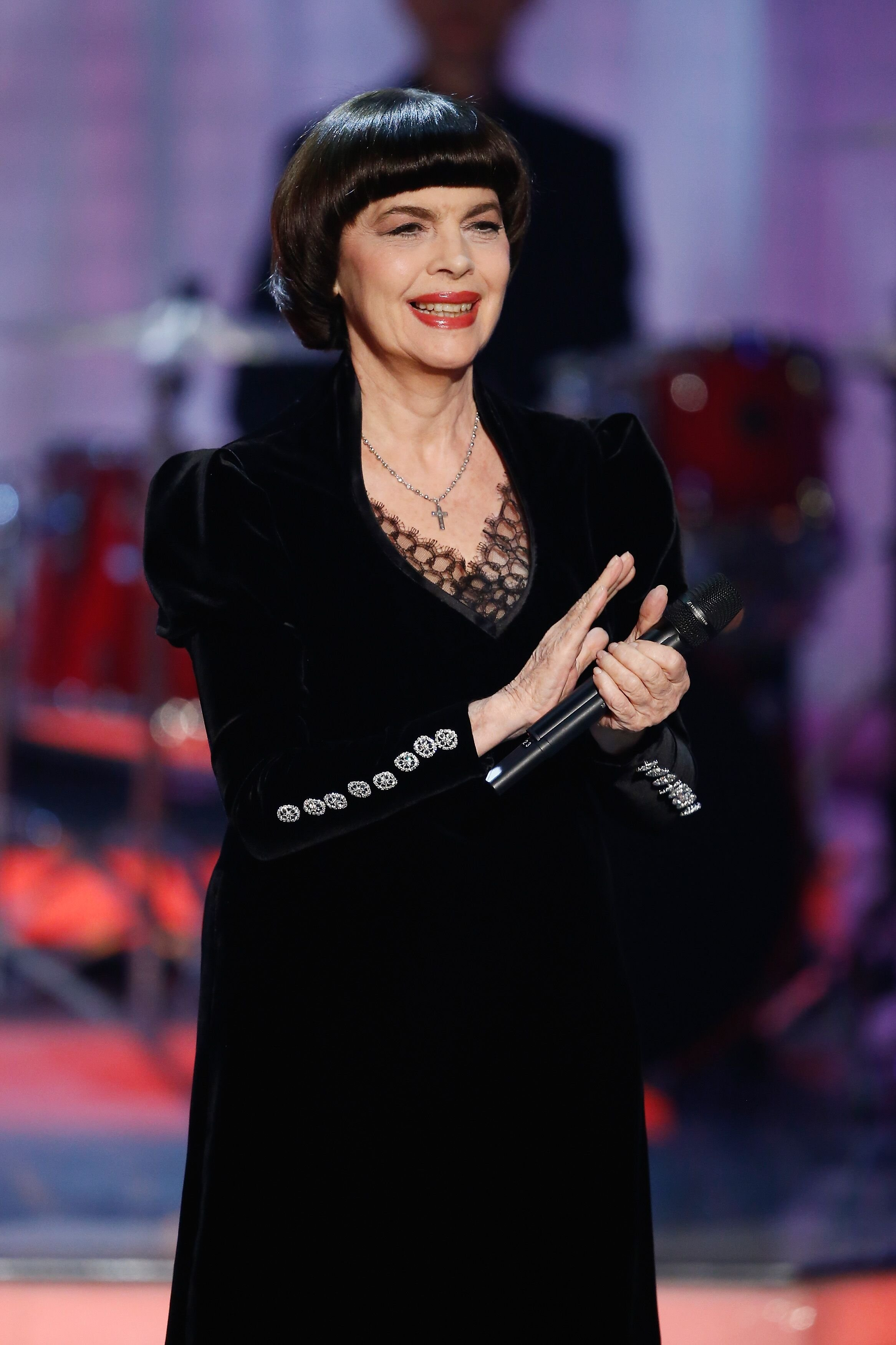 Mireille Mathieu participe au spectacle 'Willkommen bei Carmen Nebel' à la Volkswagen Halle. | Photo : GettyImage
