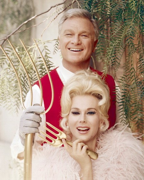 Eddie Albert and Eva Gabor in the American TV comedy series 'Green Acres', circa 1968. | Photo: Getty Images
