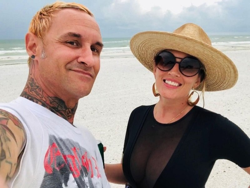 Marisa Sullivan with her husband Jimmy on the beach in Florida. They are spending time with family while Marisa completes radiation | Photo: Courtesy of Marisa Sullivan