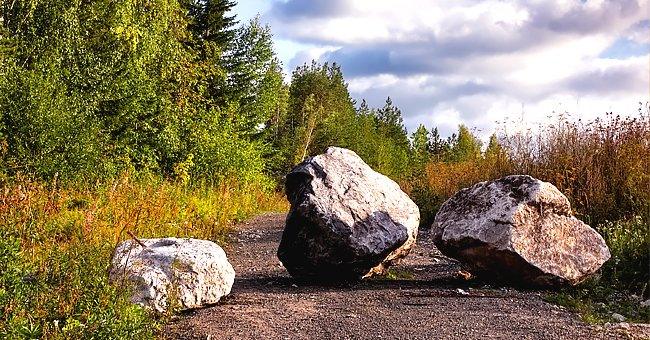 Story of the Day: A King Had a Boulder Placed on a Roadway