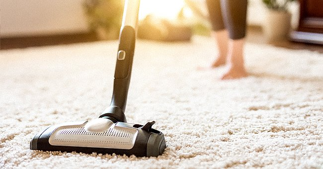 Daily Joke: Man Tries to Sell a Vacuum Cleaner to a Woman