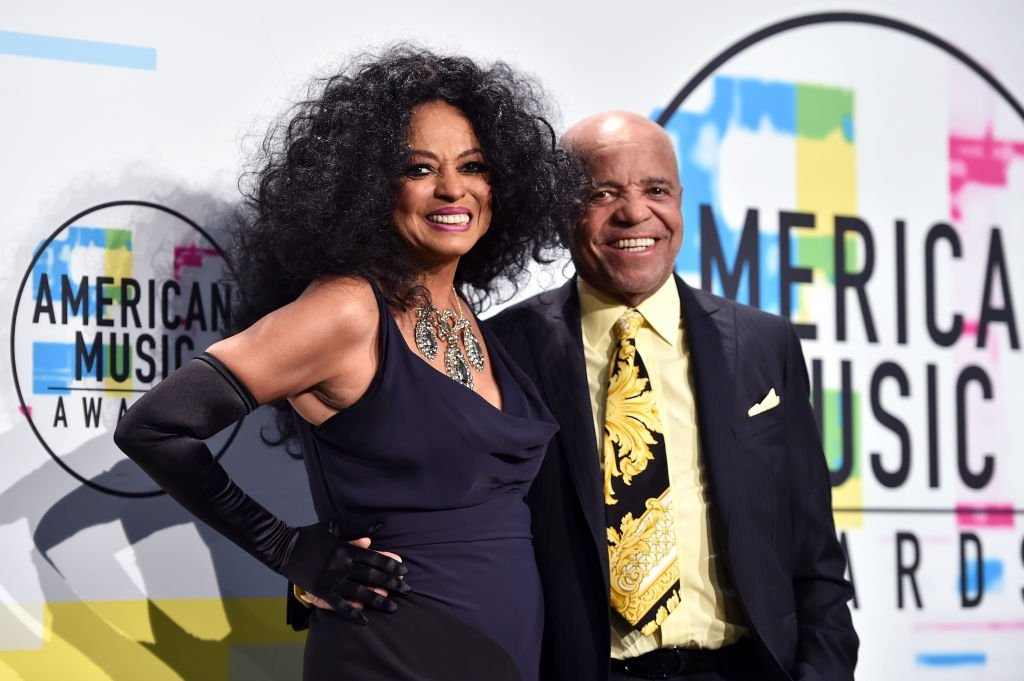 Diana Ross and Berry Gordy pose in the press room during the 2017 American Music Awards. | Photo: GettyImages