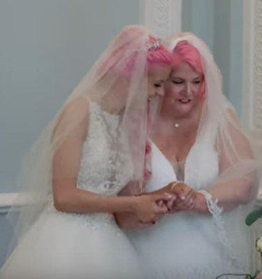 Photo of the beautiful couple | Photo: Youtube / Barcroft TV