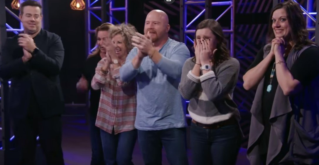 Jackson Marlow's family cheering him on backstage | Photo: YouTube/The Voice