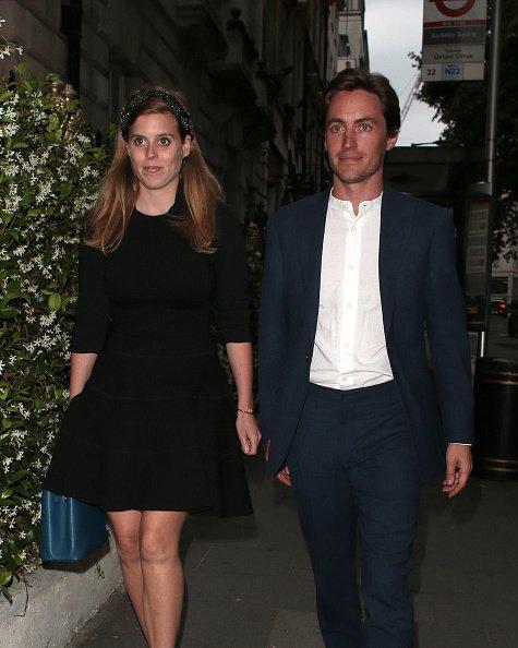 Princesse Beatrice et Edoardo Mapelli Mozzi vus lors d'une soirée chez Annabel |Photo: Getty Images
