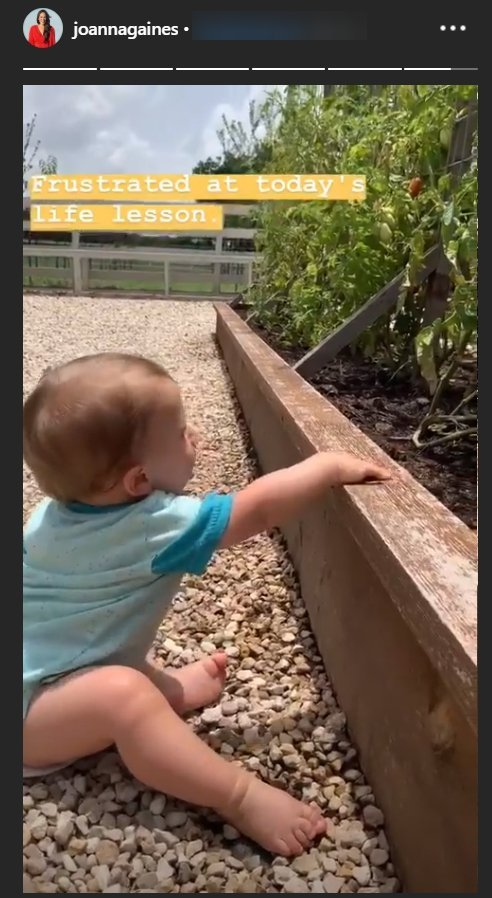Joanna Gaines' son Crew Gaines frustrated that he can't eat stones | Photo: Instagram Story/Joanna Gaines