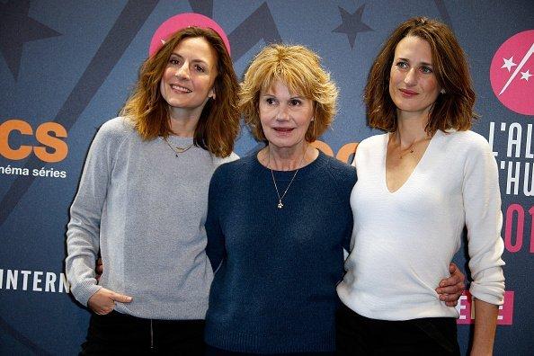 Les actrices Camille Chamoux, Miou-Miou et Camille Cottin assistent à la première de'Larguees' au 21ème Festival du Film Comique de l'Alpe d'Huez.   Photo : GettyImage
