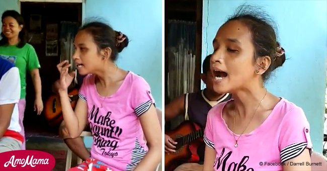 Une femme aveugle qui vit dans un petit village de pêcheurs chante comme Whitney Houston